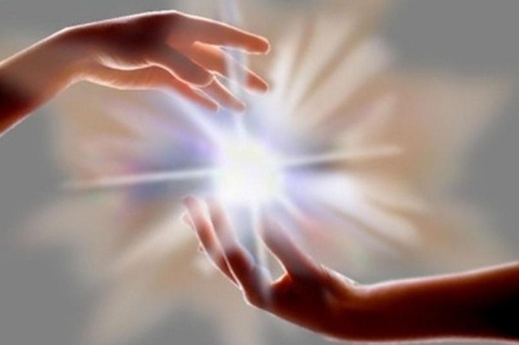 Сначала нужно произнести имя человека: мы можем помочь близким на расстоянии, отправив им свою целительную энергию. Как это правильно сделать