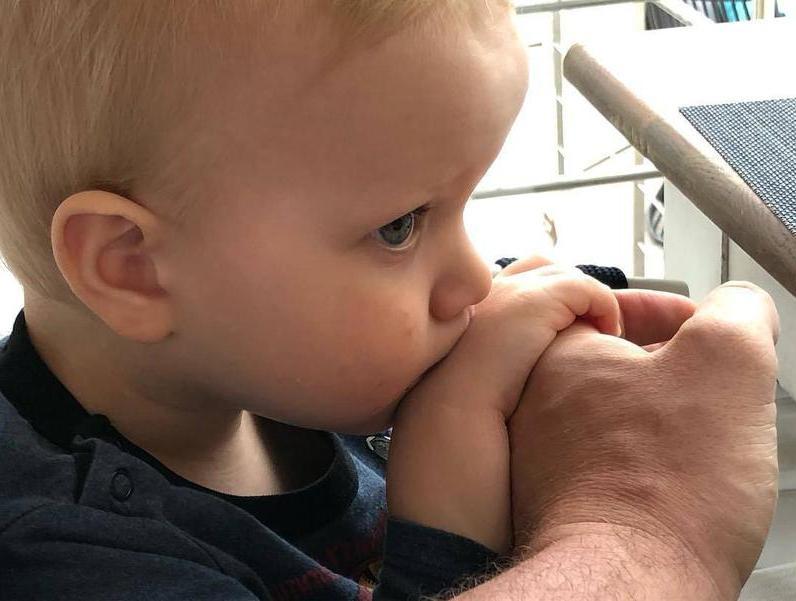 Ксения Собчак показала новые фото трехлетнего сына. Многие считают его вылитой копией деда: так ли это? Фото