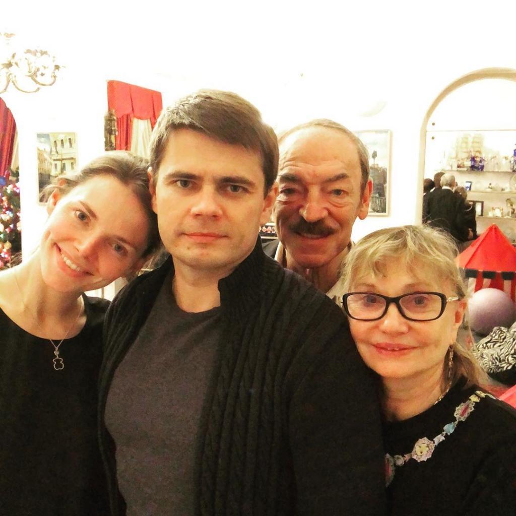 Михаил Боярский без шляпы и очков: дочь Лиза выложила редкое семейное фото в «Инстаграм»