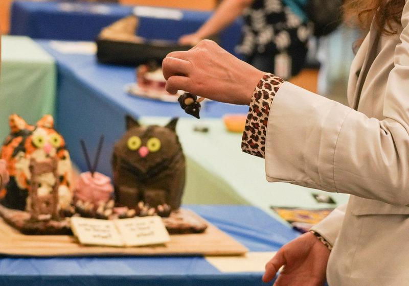 Почитать и поесть: как проходят фестивали съедобных книг, которые провоят для любителей еды и каламбура