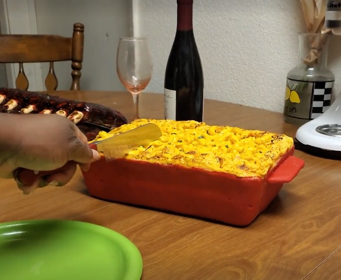 Стефани накрыла стол для гостей изысканными блюдами: но все они оказались десертами
