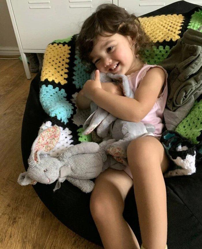 Девочка отказывалась спать и есть без любимой игрушки. Директор магазина прислал ей целых две