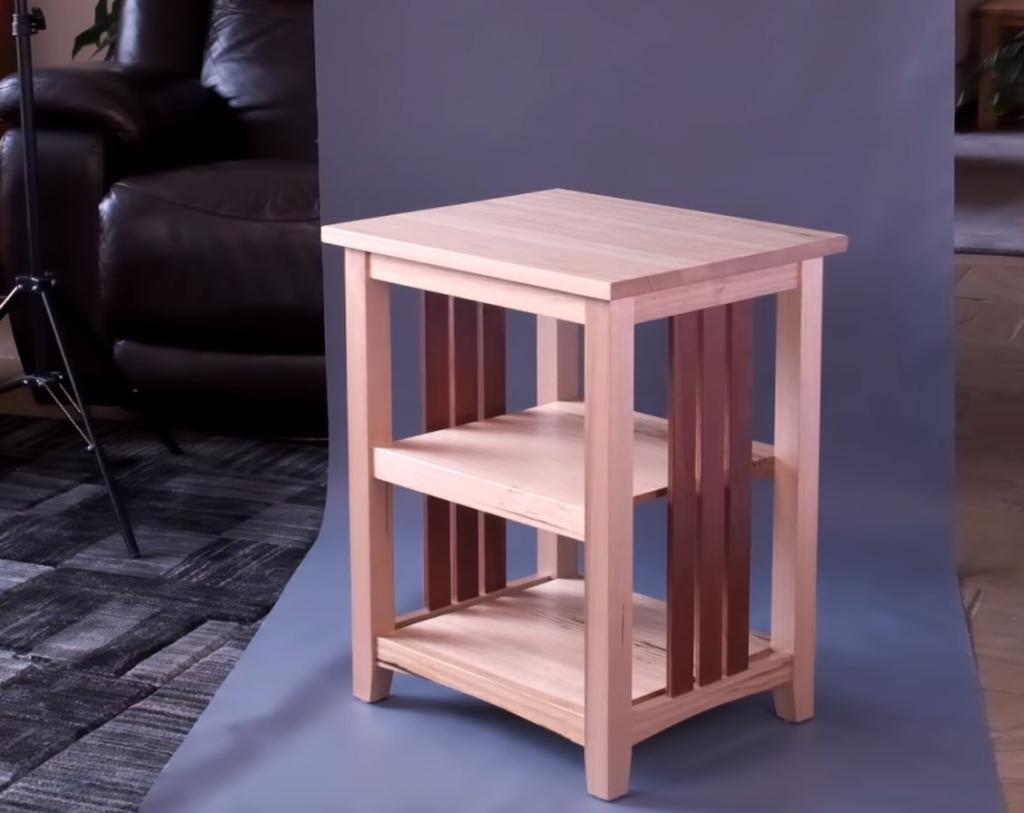 Комбинация двух сортов древесины: делаем простой и стильный столик своими руками