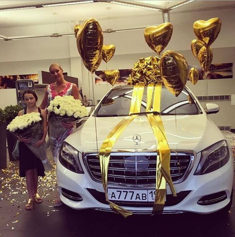 Анастасия Волочкова рассказала о свидании за 100 000 евро и подаренном ей «Майбахе»