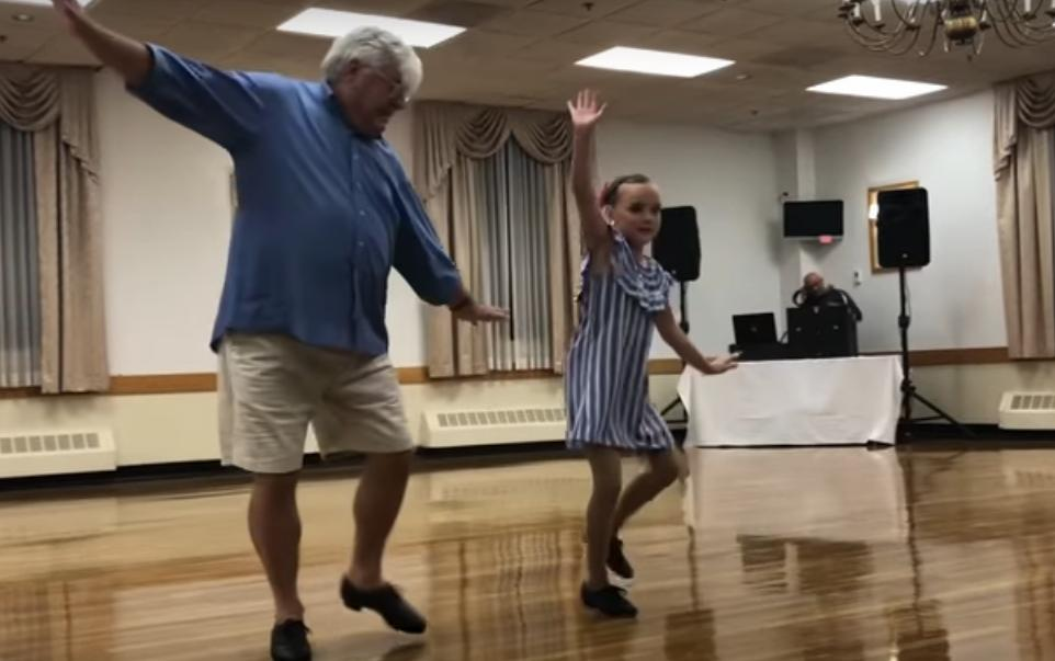 10 летняя девочка станцевала чечетку со своим 72 летним дедушкой. Дедуля просто звезда (видео)
