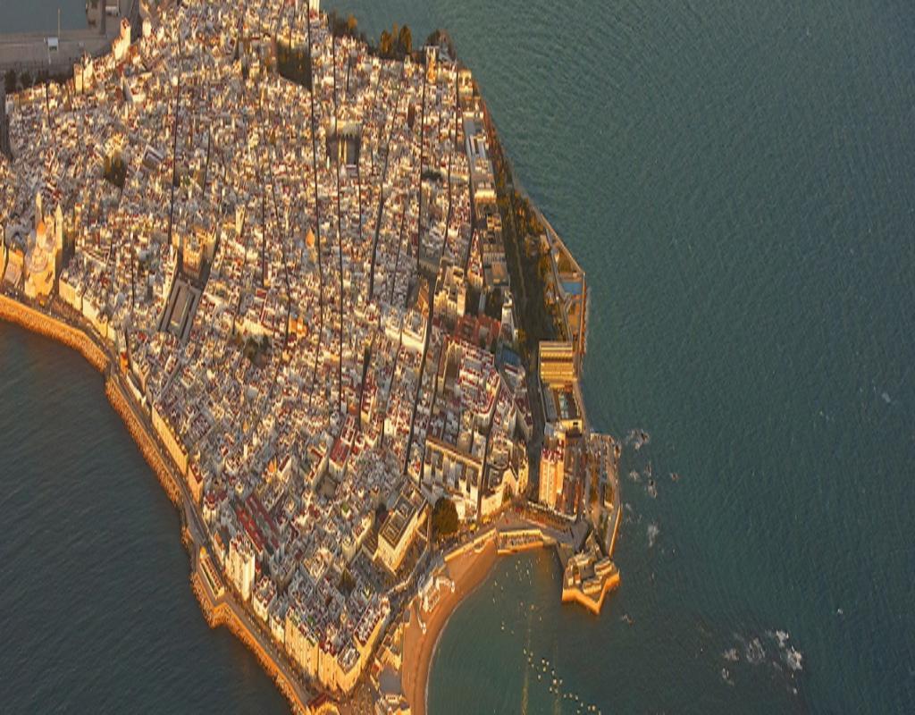 Город-мозаика: фотограф снимал испанский Кадис с высоты птичьего полета и пришел в восторг от красоты своих снимков