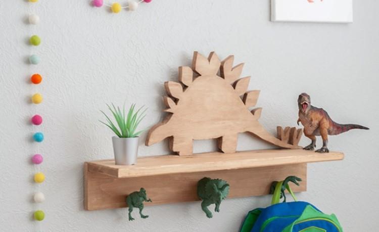 Динозавров любят все дети: делаем тематическую вешалку для одежды в детскую комнату