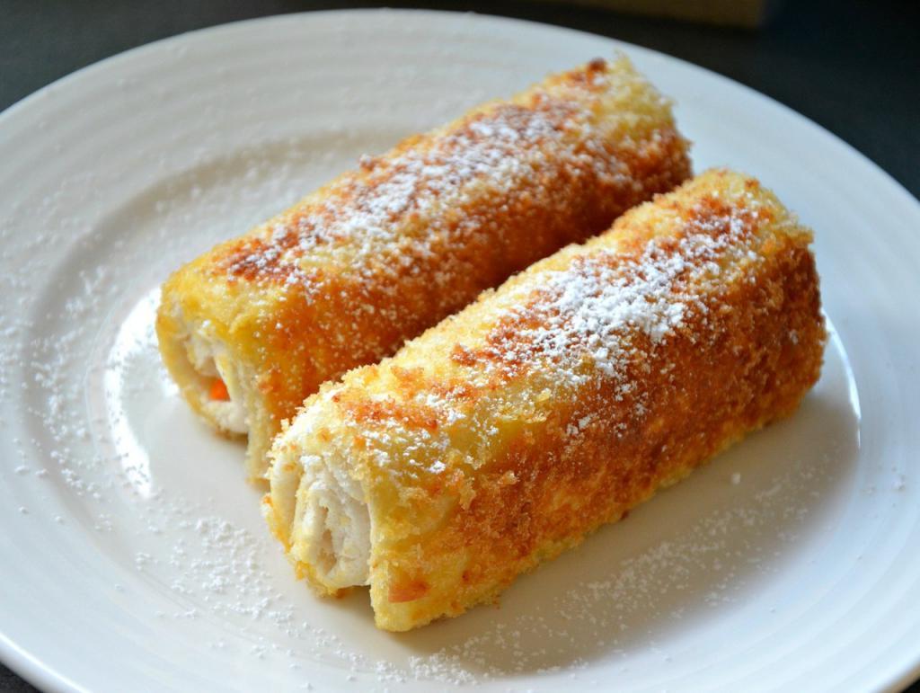 Свекровь дала рецепт роллов из хлеба с начинкой из плавленого сыра: вкусное блюдо на скорую руку