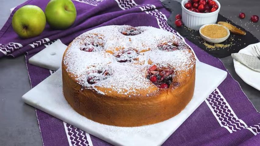 Яблочный пирог с клюквой и изюмом: необычный рецепт вкусного десерта