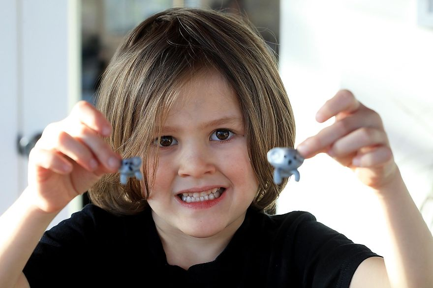 6-летний Оуэн решил помочь Австралии и собрал более 250 000 долларов за 10 дней, продавая самодельные игрушки
