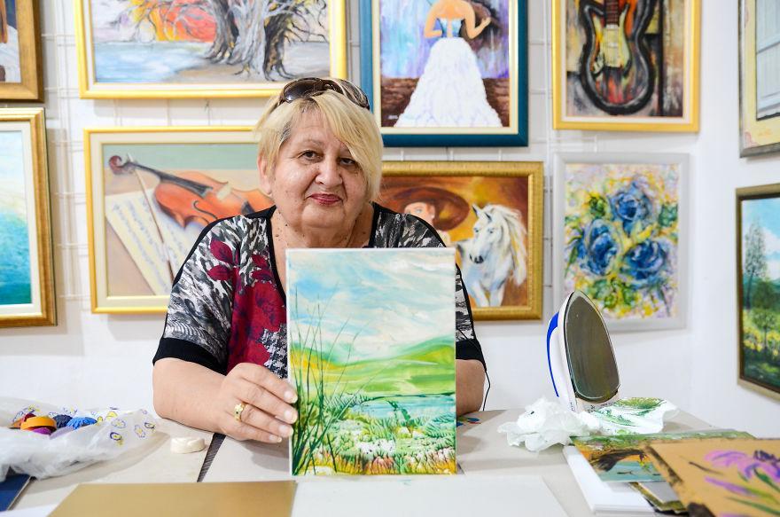 Картина маслом... А нет   утюгом: 69 летняя боснийская художница использует необычную технику в своих работах (фото)