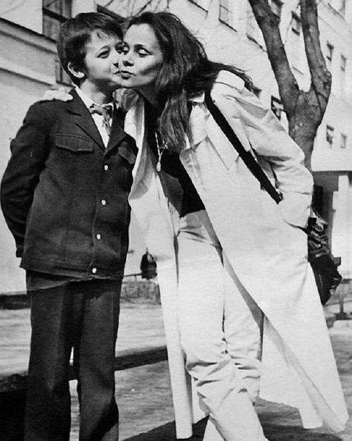 Сын Любови Полищук рассказал о своем нелегком детстве и непростых отношениях со звездной мамой