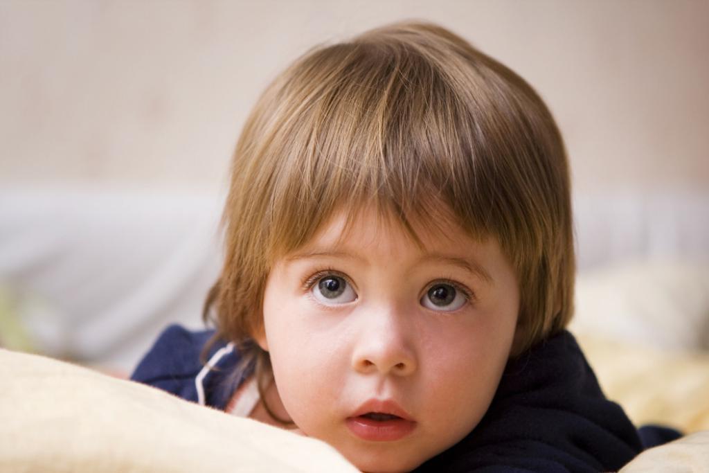 Матвей сказал, что ночью с ним в комнате кто то разговаривает. Родители не верили, пока однажды папа не вошел в комнату сына