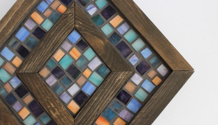 Мозаика актуальна во все времена: делаем декоративное панно в деревянной раме