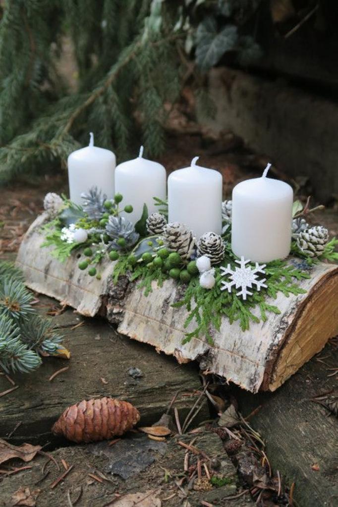 Женщина взяла чурбачок и 4 свечи. Украшение, которое у нее получилось, подойдет и для Нового года, и для Рождества. Можно придумать варианты и для других праздников