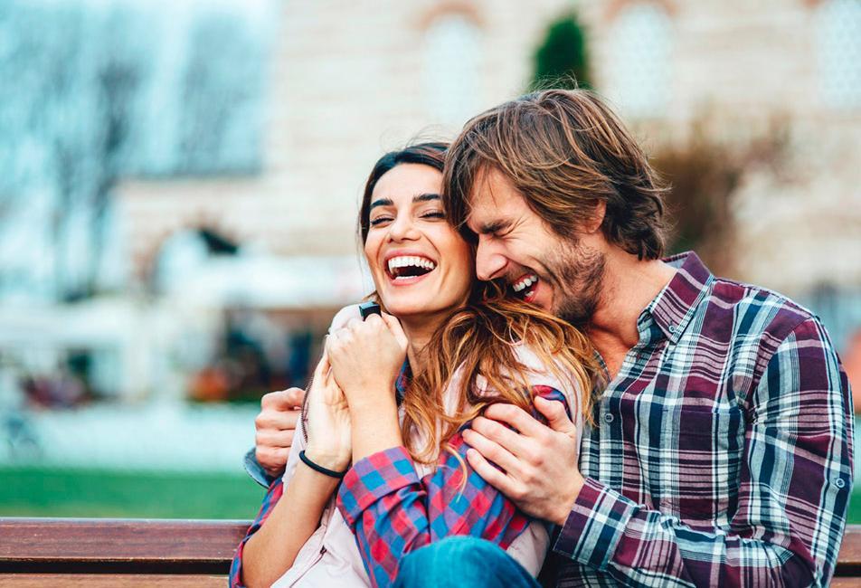 Астрологи назвали 3 знака зодиака, с которыми нужно строить отношения, если вы хотите много смеяться