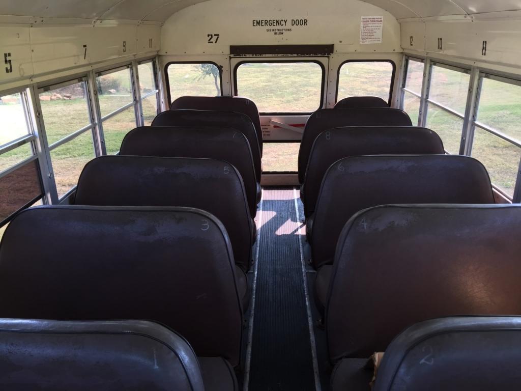 Пара превратила старый автобус в великолепный дом на колесах с красивым дизайном: фото