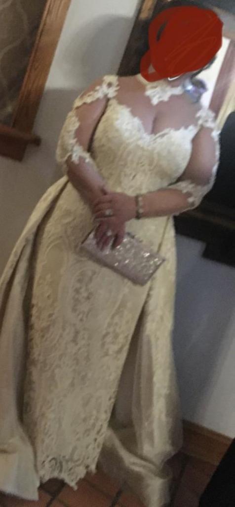 Окружающие не могли понять, что не так с платьем невесты. Но потом оказалось, что это гостья