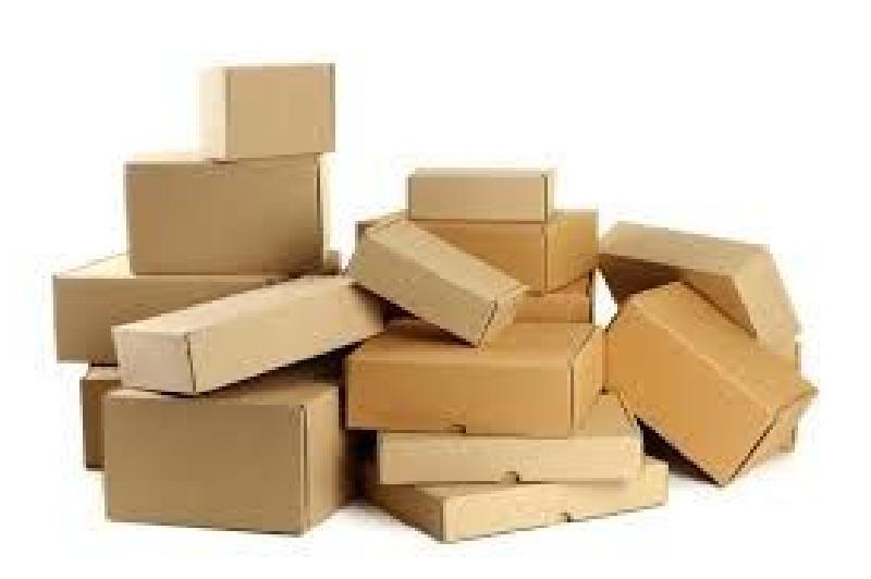 Свернул картон гармошкой, приклеил в картонную коробку, получились оригинальные кошкины царапки - любимое место котика