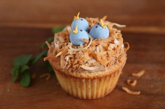На праздниках подруга угощала кексами «Птичье гнездо». Попросила у нее рецепт и приготовила такие дома