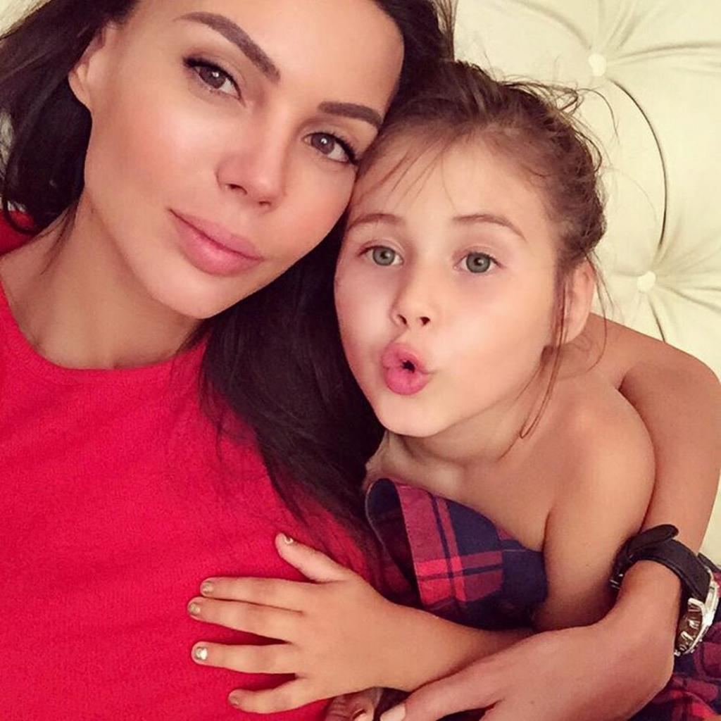 Уехавшая в Штаты Оксана Самойлова решила не отдавать дочь в американскую школу