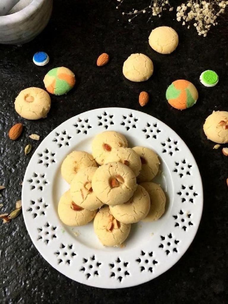 Соседка приехала из Индии, угостила традиционным печеньем и поделилась рецептом: печем тающее во рту печенье нанхатай