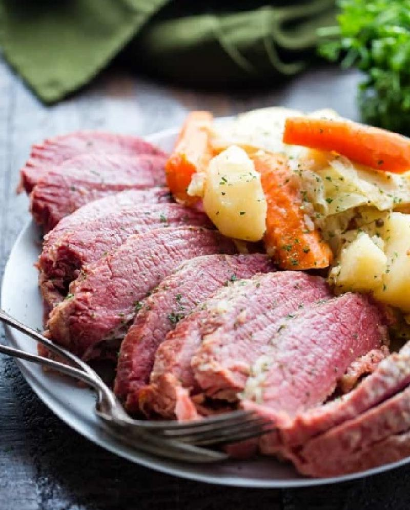 Ароматная говядина, тушенная с капустой   идеальное блюдо для семейного ужина