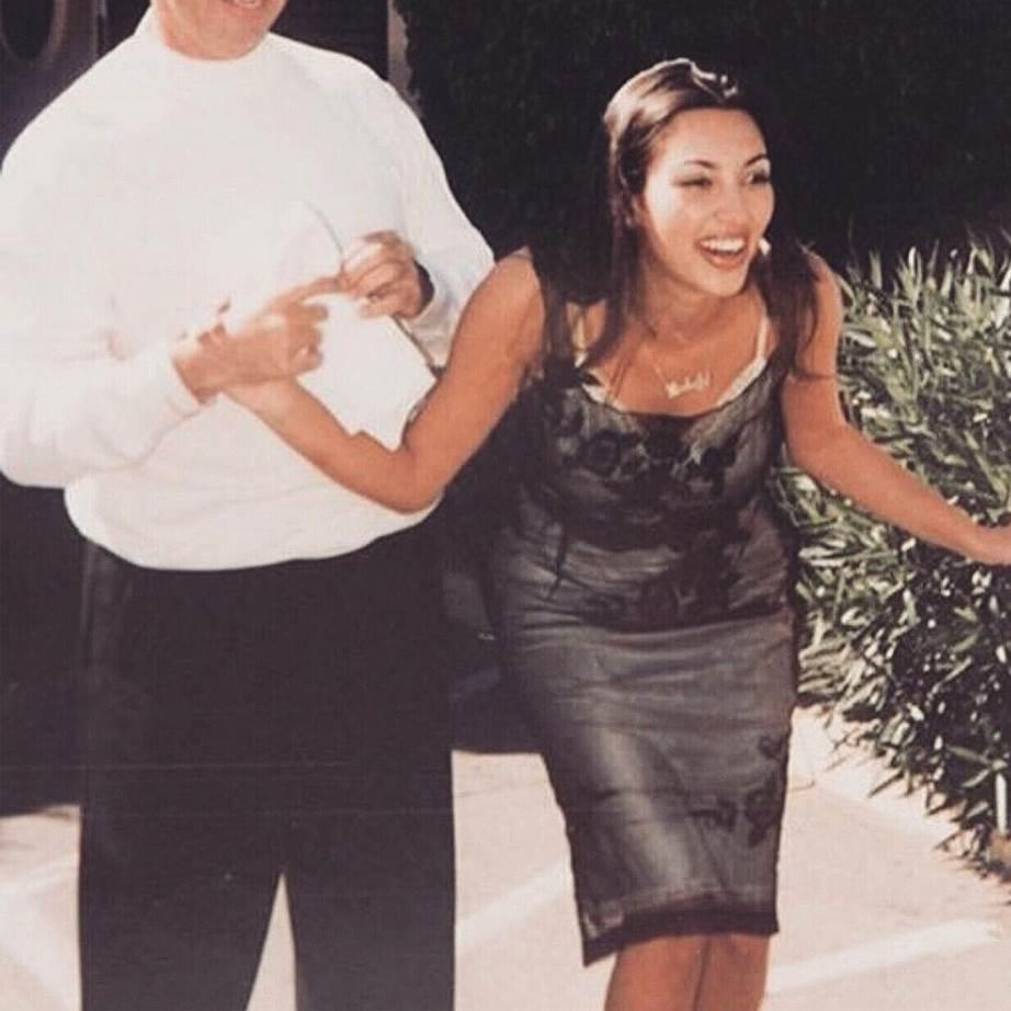 Ким Кардашьян и до пластических операций была очаровательной красоткой: фото
