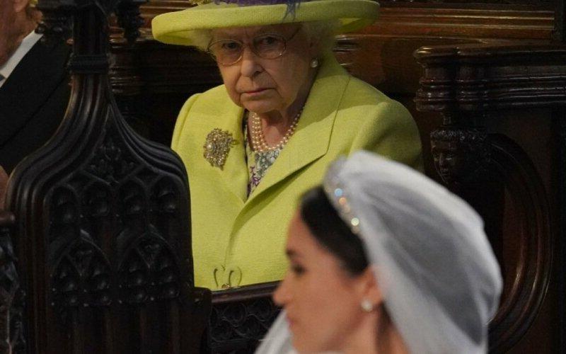 Как королева отреагировала на то, что Меган Маркл и принц Гарри решили отречься от престола: эмоциональная речь