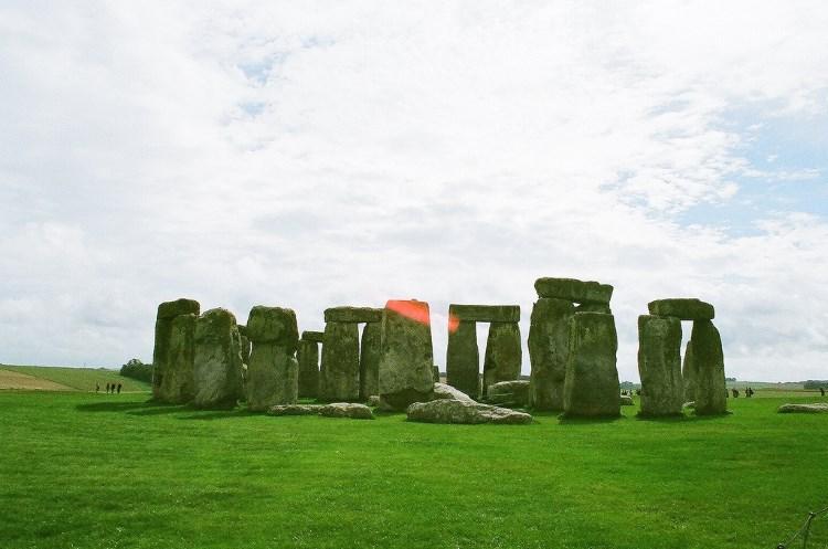10 однодневных поездок из Лондона: почему многие туристы стремятся осмотреть Стоунхендж? Ведь местные жители называют его  просто камнями