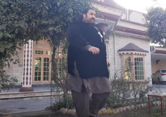 2 метровый пакистанский  Халк , весящий почти 400 кг, ищет жену: она должна быть не намного меньше его
