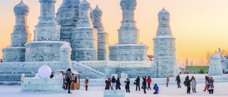 Наблюдение за уникальной природой, колоритные древности и горячие источники: чем заняться в самых холодных городах мира влюбленному в зиму туристу