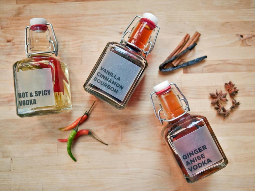 Как я готовлю домашние ароматизированные ликеры: 3 рецепта с разными специями и добавками