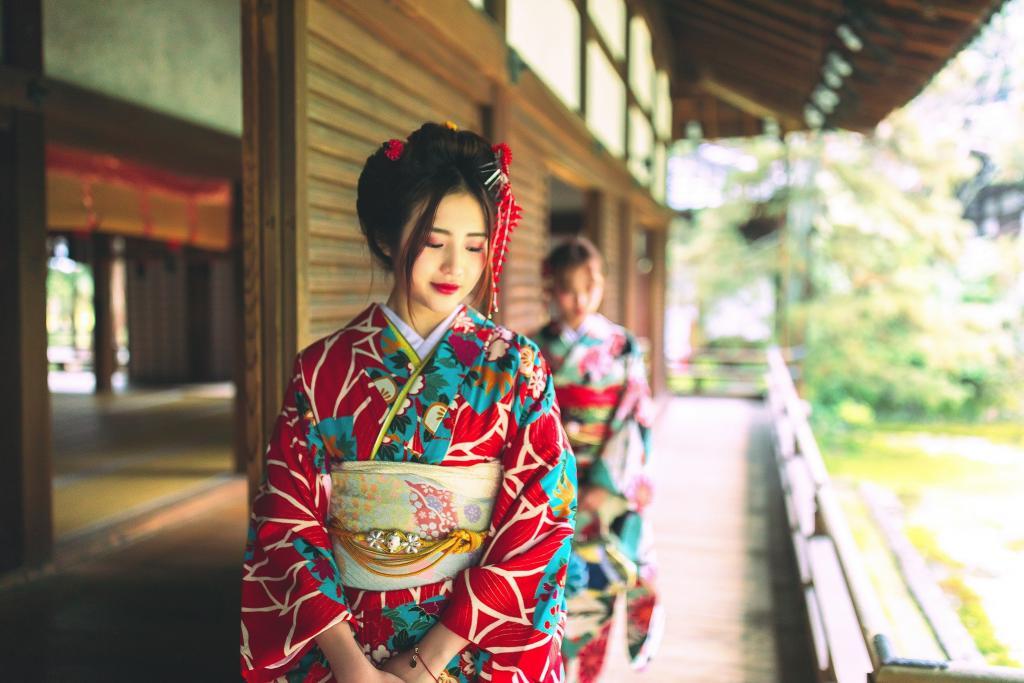 Знакомый переехал в Японию и позавидовал японским студентам и автомобилистам, а вот женщин ему стало жалко