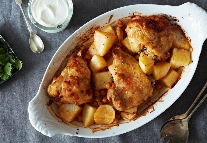 Картофель с куриным мясом в духовке. Так очень вкусно!