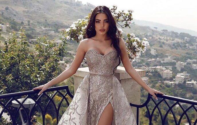 У девушки настолько красивое тело, что любое вечернее платье выглядит на ней сказочным