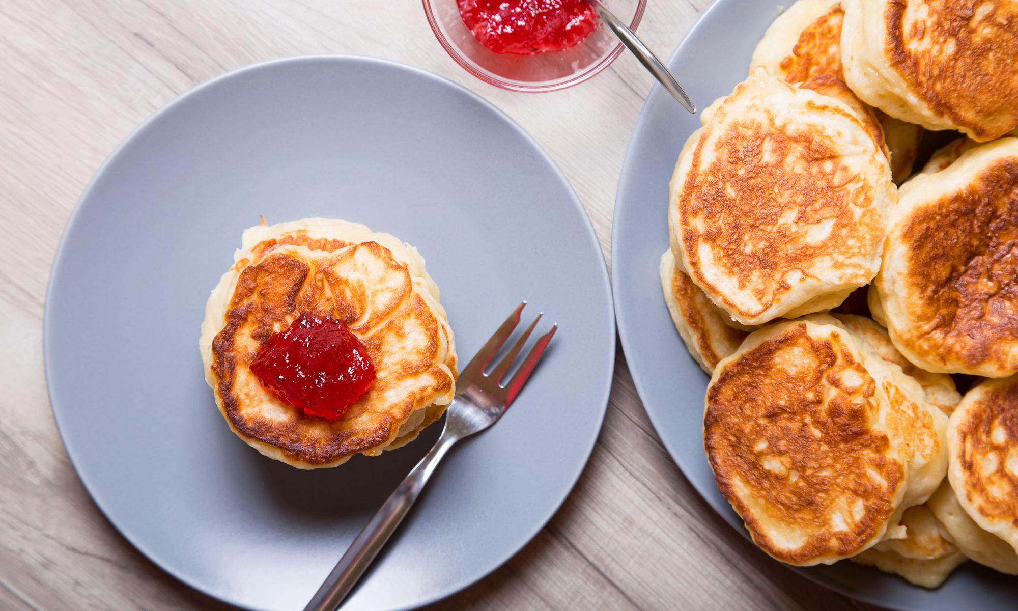 Аппетитные и пышные оладьи из простокваши и тыквы — полезный и сытный перекус