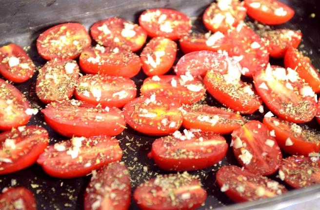 Ленюсь закатывать кучу банок: перцы и томаты на зиму. Быстро, просто, экономит место!