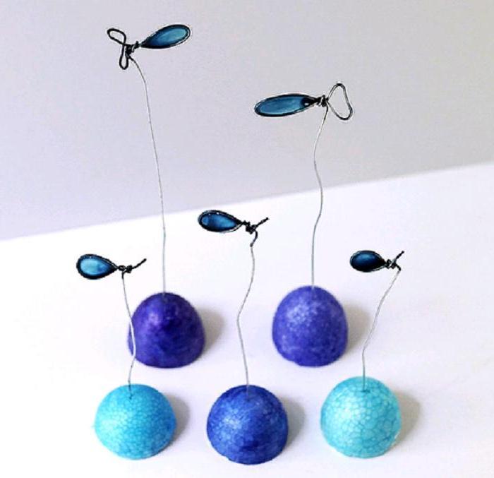 Из проволоки и лака для ногтей сделала декоративных рыбок: смотрится очень мило