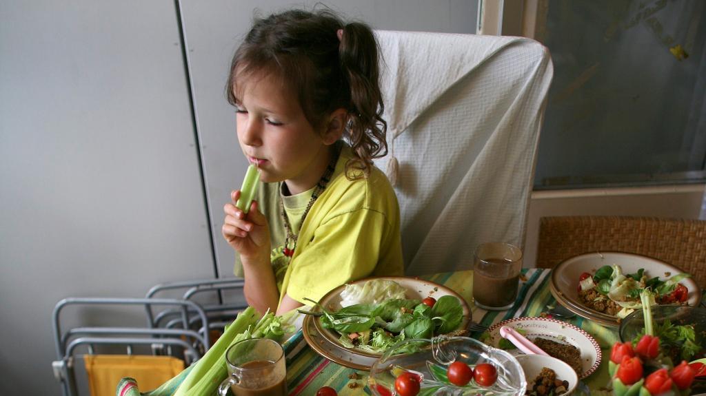 «Они знают, откуда берется мясо!»: почему некоторые родители полны решимости воспитывать своих детей вегетарианцами