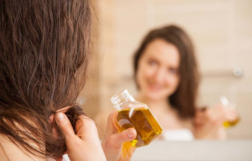 Парикмахер посоветовал для роста волос использовать маску из жидких витаминов и меда: за месяц я не узнала свою шевелюру