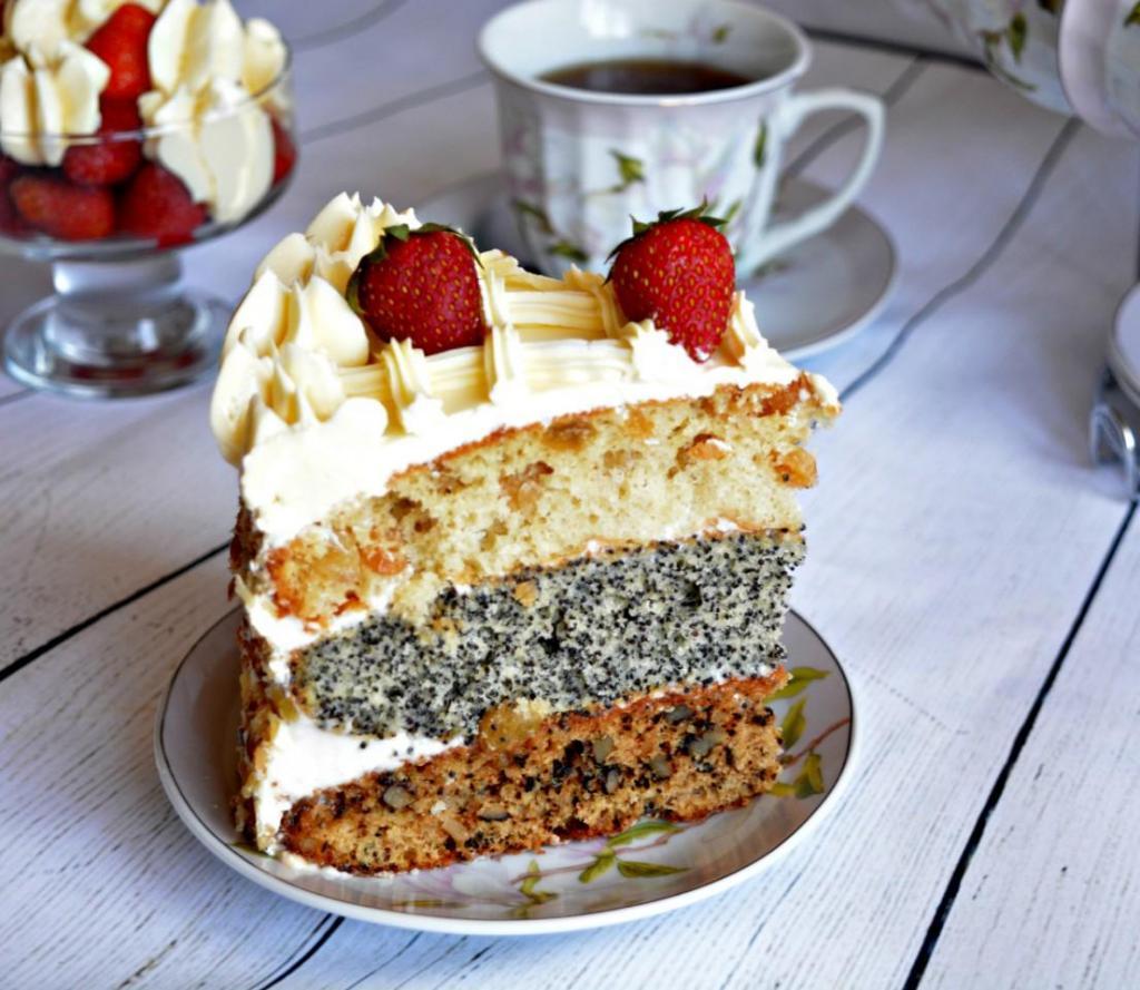 Слоеный торт с маком, орехами и изюмом готовлю на каждый праздник: рецепт