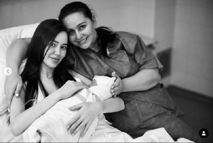 Жена футболиста Тарасова модель Анастасия Костенко рассказала, как приходит в себя после родов: новые фото