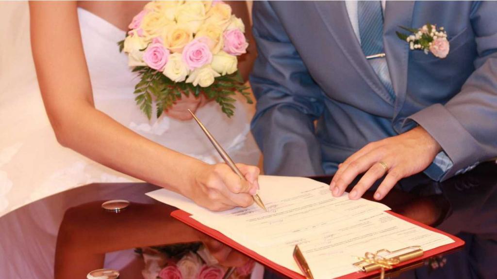 Нужно ли при вступлении в брак менять фамилию? Это делают те, кто соблюдает русские традиции