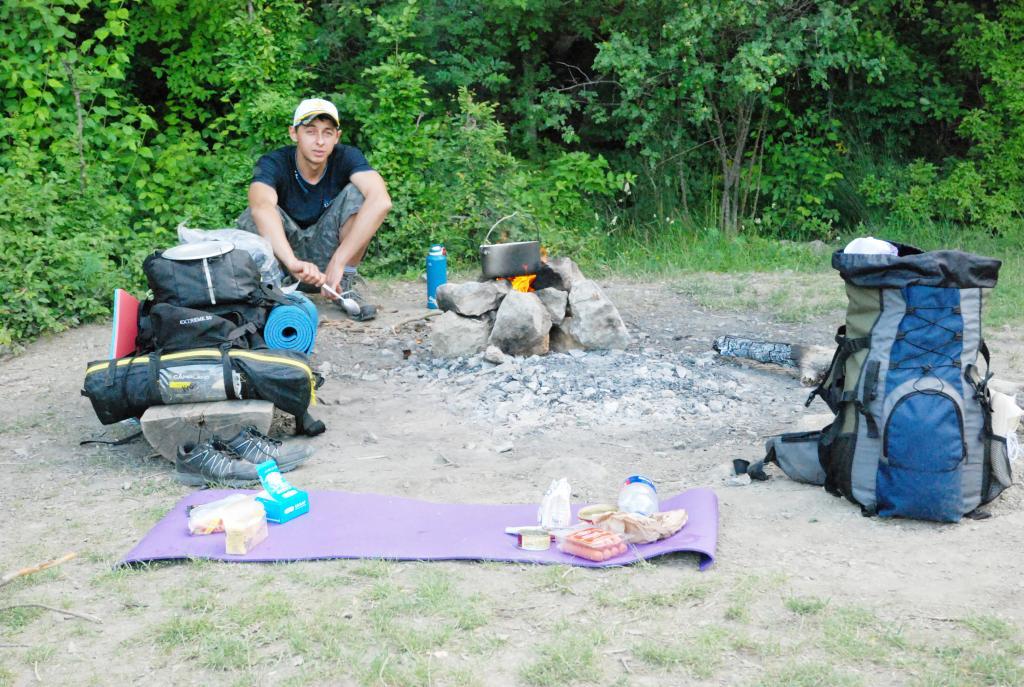 Решили ночевать в палатке на отдыхе и пожалели об этом: всю ночь тряслись от страха