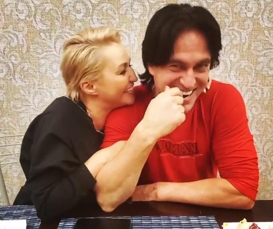Катя Лель 15 лет счастлива с красавцем-мужем: новые фото пары