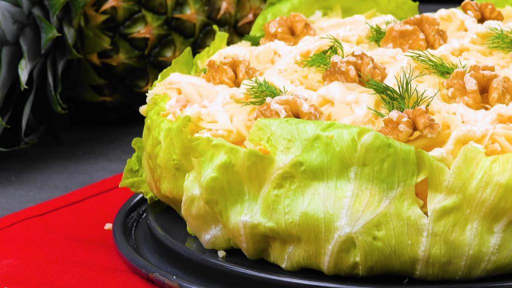 На 8 Марта буду готовить гавайский салат с куриной грудкой, ананасом и яйцами: рецепт