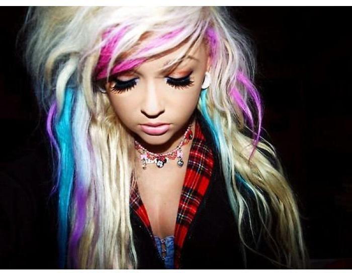Купила мел для волос и не пожалела: через полчаса мои локоны сияли яркими оттенками