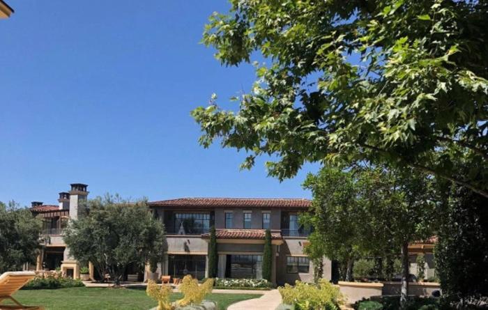 Как выглядит дом Кортни Кардашьян: уютный особняк со всеми удобствами