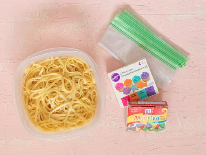Мама, а это точно можно есть?: как я удивила ребенка, приготовив разноцветную лапшу. Простой рецепт - и никаких капризов за ужином